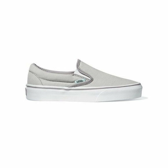 035212d108 NWT light grey slip on vans!
